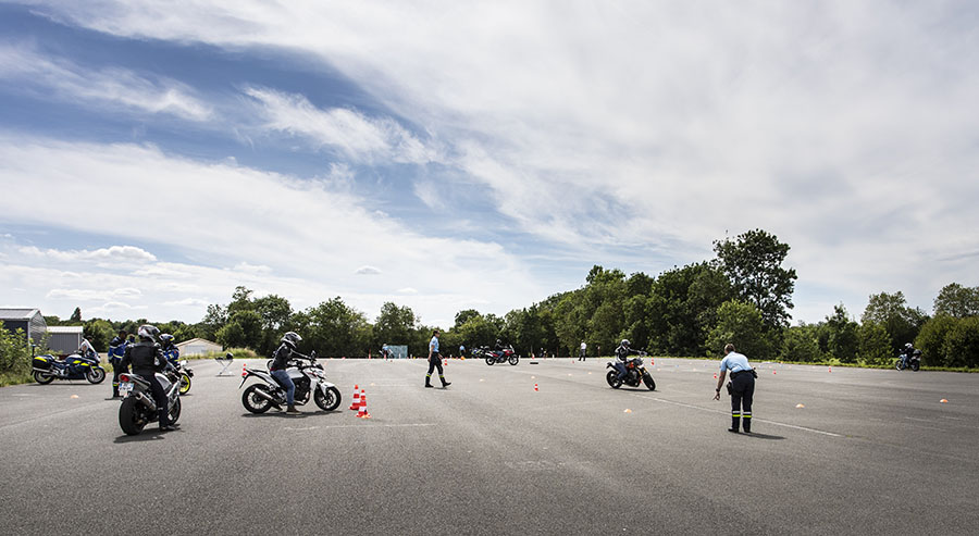 vu-d-ensemble-des-ateliers-organises-sur-la-piste-chataigner-formations-lors-de-la-journee-moto